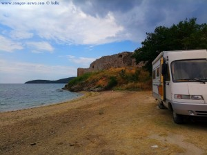 Parking vor Anaktoroupoli - Nea Peramos - Greece