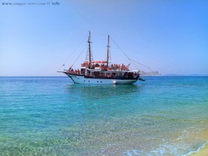Schiff am Tristínika Beach – Greece