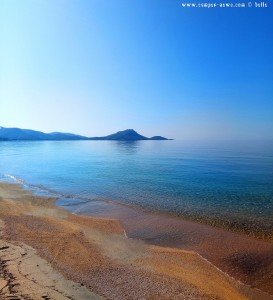 Kristallklares Wasser am Tristínika Beach – Greece