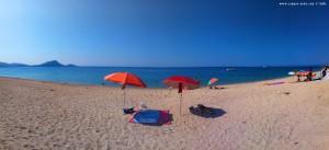 Nicol mit ihrem eigenen Sonnenschirm - Tristínika Beach – Greece - Selected Colors
