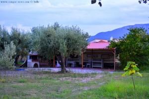 Das nennt man wohl – einen festen Wohnsitz – Roulotte in Akti – Greece