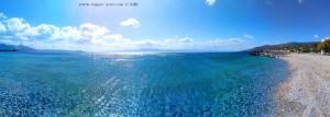 Aufgekräuseltes Wasser vom Sturm am Mouse Beach - Akti Nireos - Greece