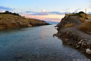 Kanal zum Meer am Limni Vouliagmenis – Greece