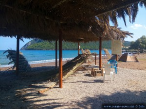 Verlassene Beachbar am Coffee Beach - Agioi Anargiri – Greece