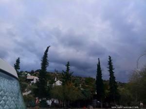 Es wird wieder dunkelschwarz am Metamorfosi Beach – Greece