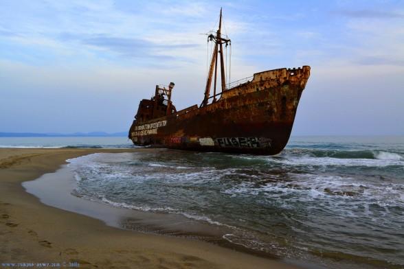 Schiffswrack Dimitrios am Valtaki Beach kurz vor Gythio – Greece