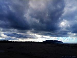 Nach anfänglicher Sonne - schon wieder Wolken am Lagkouvardos Beach - Greece