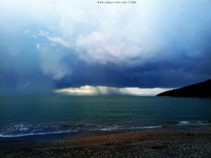 Heftiges Gewitter und Regen in Kamares Greece