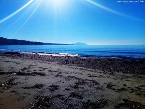 Mit Nicol beim morgendlichen Spaziergang am Vivari Beach – Greece