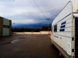 Lunch hinter einem Supermarkt in Kalogria – Greece