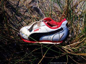 Mal wieder einzelne Schuhe → hier am Vivari Beach – Greece