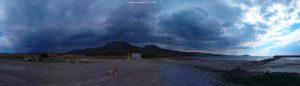 Dunkel wird es schon wieder am Vivari Beach - Greece