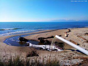 Auch heute fliesst irgendwelches Wasser ins Meer - Vivari Beach – Greece
