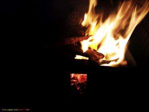Das Feuer brennt schon - Barbecue am Vivari Beach - Greece<