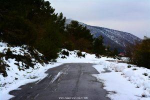 Schnee auf der EO Apideon-Leonidiou – Greece