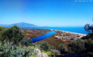 Der mysteriöse Fluss - Aussicht von dem kleinen Berg - Cheronisi Beach – Greece
