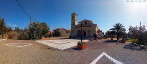 Kirche mit Brunnen und Lunch-Platz - Paralia Astros