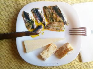 Ein Bisschen - Lunch am Metamorfosi Beach – Greece