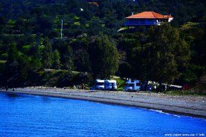 Einige Camper am Metamorfosi Beach – Greece