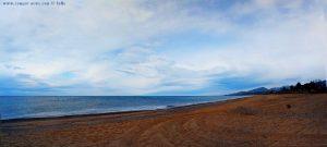 Mit Nicol auf Spaziergang am Kanali Beach – Greece