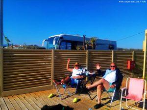 Kleines Pläuschen mit Susanne und Alfred am Kanali Beach – Greece