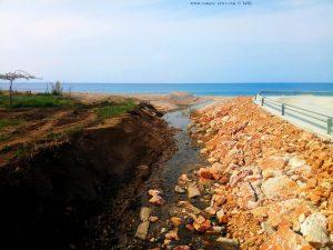 Der kleine Kanal am Kanali Beach - Greece