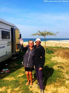 belle und Baffo am Kanali Beach – Greece