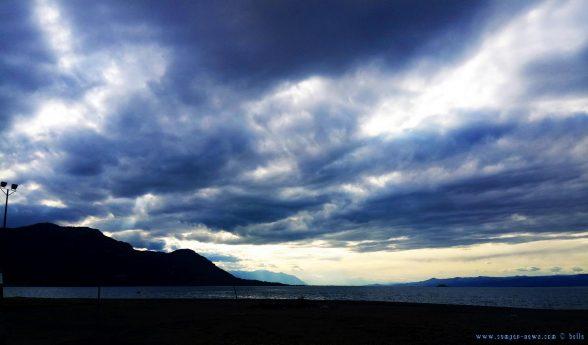 Dunkel schaut es aus in Akti – Greece