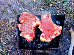 Fette Steaks auf dem Grill - Dinner in Akti – Greece