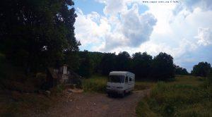 Kaffee-Pause an einem natürlichen Brunnen - on the Road in Bulgaria