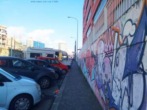Wenn Baffo Kaffee will wird auch mal an einer vielbefahrenen Strasse geparkt - hier Genova – Italy