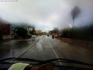 Überschwemmte und gesperrte Strassen auf dem Weg nach Dénia – Spain