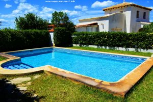 Swimming-Pool von Victoria und Vincent - Platja L'Almadrava – Spain